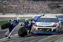 A.J. Allmendinger, JTG Daugherty Racing Chevrolet Camaro pit stop