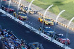 Kurt Busch, Stewart-Haas Racing Ford Fusion, David Ragan, Front Row Motorsports Ford Fusion, Michael