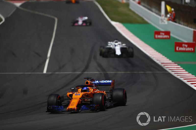 Fernando Alonso, McLaren MCL33, Lance Stroll, Williams FW41