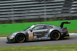 #88 PROTON Competition Porsche 911 RSR: Gianluca Roda, Giorgio Roda, Gianmaria Bruni