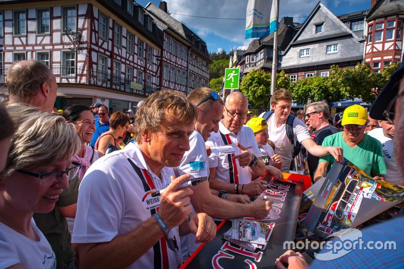 #22Wochenspiegel Team Monschau Ferrari 488 GT3: Georg Weiss, Oliver Kainz, Jochen Krumbach, Christian Menzel