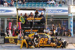 Brendan Gaughan, Richard Childress Racing Chevrolet pit stop
