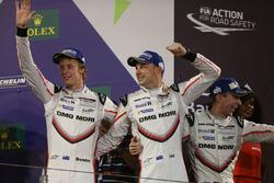 Podium LMP1: tweede plaats Timo Bernhard, Earl Bamber, Brendon Hartley
