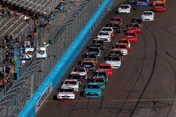 Ryan Blaney, Team Penske Ford, Erik Jones, Joe Gibbs Racing Toyota, restart