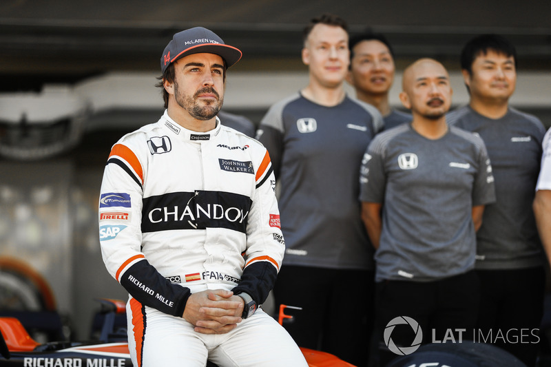 Fernando Alonso, McLaren, at the McLaren team photo call