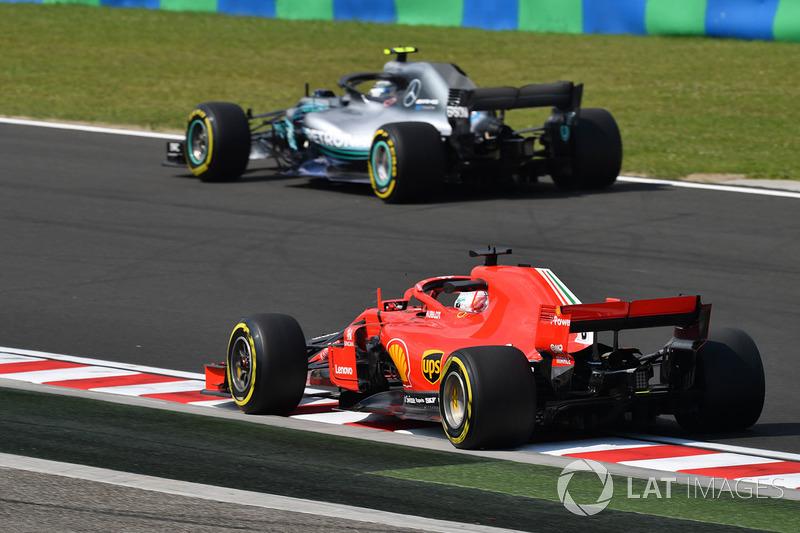 Sebastian Vettel, Ferrari SF71H and Valtteri Bottas, Mercedes-AMG F1 W09