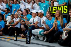 Lewis Hamilton, Mercedes AMG F1 and Valtteri Bottas, Mercedes AMG F1 celebrate withthe team