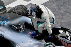 Valtteri Bottas, Mercedes-AMG F1 W09 in parc ferme