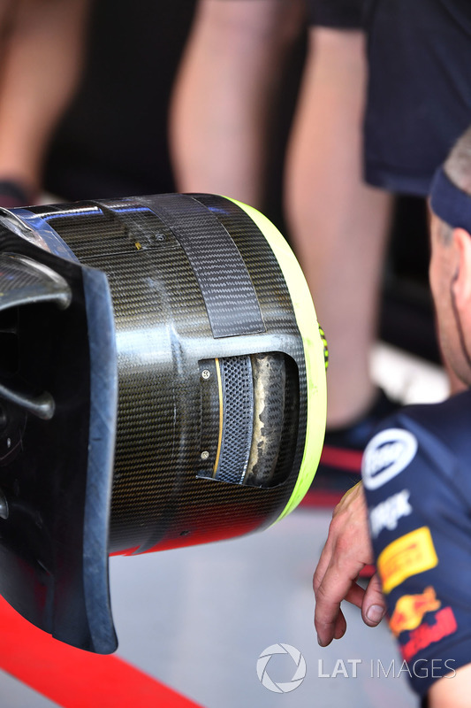 Red Bull Racing RB14 wheel hub