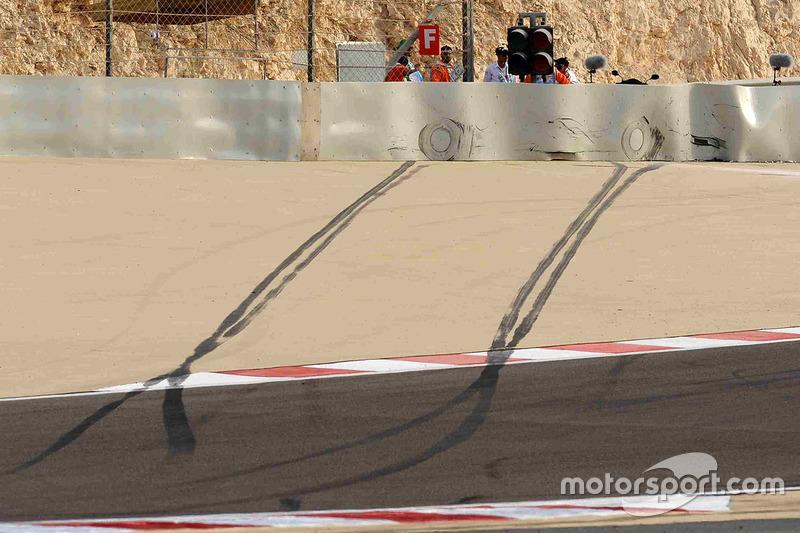Skid marks after the crash of Lewis Hamilton, McLaren Mercedes, MP4-23