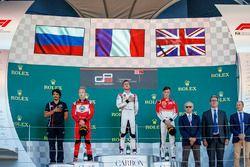 Podio: il vincitore della gar Anthoine Hubert, ART Grand Prix, il secondo classificato Nikita Mazepin, ART Grand Prix, il terzo classificato Callum Ilott, ART Grand Prix