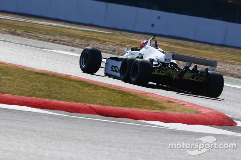 Jenson Button pilota a Williams FW08B de 1982