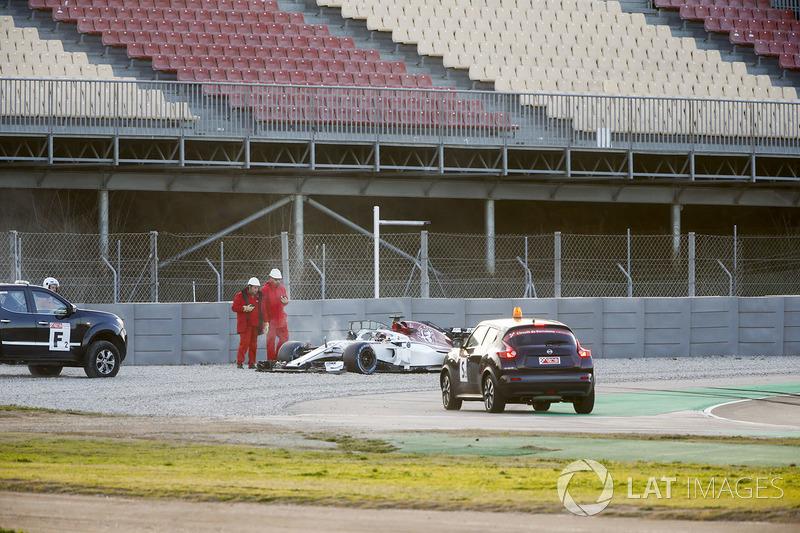 Charles Leclerc, Sauber C37, gira fuera de la pista