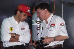 Gerhard Berger, Ferrari, chats with Ferrari Technical Director John Barnard