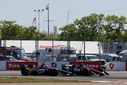Robert Wickens, Schmidt Peterson Motorsports Honda and Alexander Rossi, Andretti Autosport Honda crash in turn one