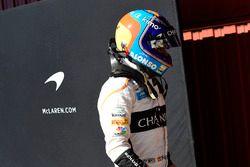 Fernando Alonso, McLaren returns to the pits