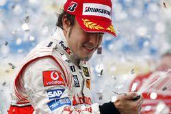 Fernando Alonso, McLaren MP4-22, derde op het podium