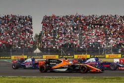 Fernando Alonso, McLaren MCL32 battles with Brendon Hartley, Scuderia Toro Rosso STR12 and Pierre Gasly, Scuderia Toro Rosso STR12 at the start of the race