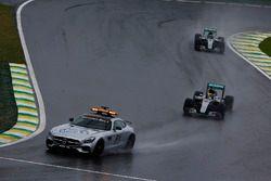 Lewis Hamilton, Mercedes F1 W07 Hybrid, and Nico Rosberg, Mercedes F1 W07 Hybrid, behind the Safety