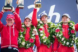 LMGT Am Podio: ganadores de clase #62 Scuderia Corsa Ferrari 458 Italia: Bill Sweedler, Jeff Segal,