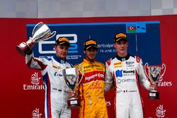 Le vainqueur Antonio Giovinazzi, PREMA Racing, le deuxième Sergey Sirotkin, ART Grand Prix & le troisième Raffaele Marciello, RUSSIAN TIME
