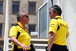 (L to R): Paul Seaby, Renault Sport F1 Team, Team Manager with Nick Chester, Renault Sport F1 Team C