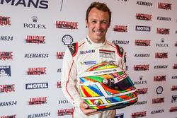 #91 Porsche Motorsport Porsche 911 RSR: Patrick Pilet és a special livery on his helmet