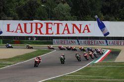 Chaz Davies, Aruba.it Racing - Ducati Team leads at the start