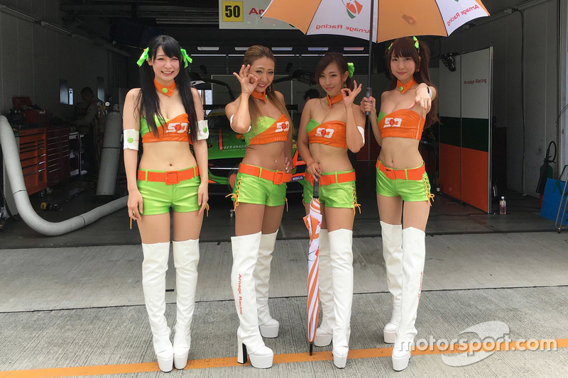 Lovely Arnage Racing girls
