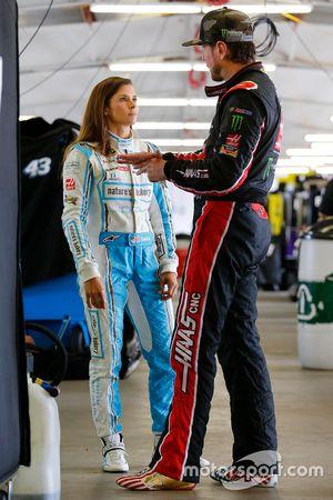 Danica Patrick, Stewart-Haas Racing, Chevrolet; Kurt Busch, Stewart-Haas Racing, Chevrolet