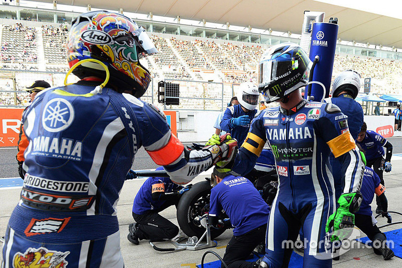 #21 Yamaha Factory Racing Team: Katsuyuki Nakasuga, Pol Espargaro