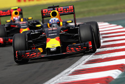 Daniel Ricciardo, Red Bull Racing RB12; Max Verstappen, Red Bull Racing RB12