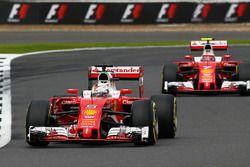 Sebastian Vettel, Ferrari SF16-H devant Kimi Raikkonen, Ferrari SF16-H