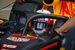 Pierre Gasly, pilote d'essais Red Bull Racing RB12 teste le système Halo