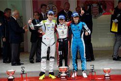 Podium: tweede Ferdinand Habsburg, Fortec Motorsports; Winnaar Sacha Fenestraz, Tech 1 Racing; derde