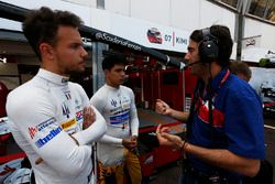 Giacomo Ricci talks with Philo Paz Armand, Trident, Luca Ghiotto, Trident before the race