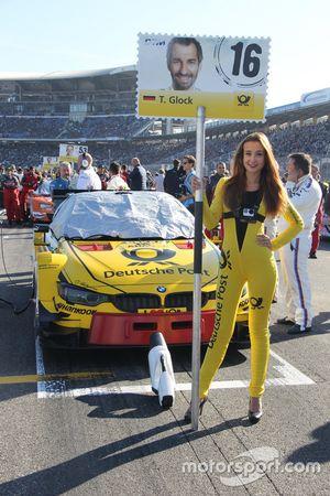 Grid girl di Timo Glock, BMW Team RMG, BMW M4 DTM