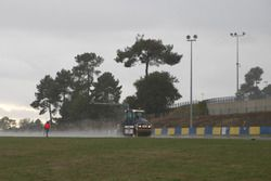 Track resurfacing of the Le Mans Bugatti Circuit