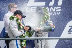 LMGTE-Pro-Podium: Champagner!