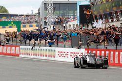 1. #2 Porsche Team, Porsche 919 Hybrid: Romain Dumas, Neel Jani, Marc Lieb