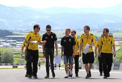 Esteban Ocon, Third Driver, Renault Sport F1 Team y Kevin Magnussen, Renault Sport F1 Team