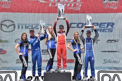 Podio: il secondo classificato Dean Stoneman, Andretti Autosport, il vincitore della gara Zach Veach