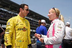 Helio Castroneves, Team Penske Chevrolet talking with Pippa Mann, Dale Coyne Racing Honda