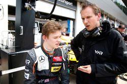Callum Ilott, Van Amersfoort Racing Dallara F312 – Mercedes-Benz with his engineer