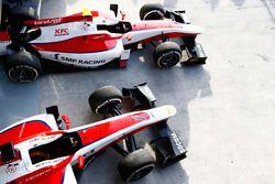 Los autos de Nobuharu Matsushita, ART Grand Prix y Sergey Sirotkin, ART Grand Prix en el pit lane