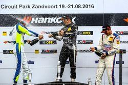 Podium: Sieger Harald Proczyk, HP Racing, SEAT Leon TCR; 2. Antti Buri, LMS Racing, SEAT Leon TCR; 3