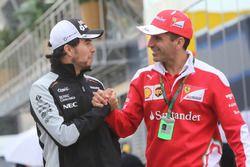 (Da Sx a Dx): Sergio Perez, Sahara Force India F1 con Marc Gene, Test Driver Ferrari