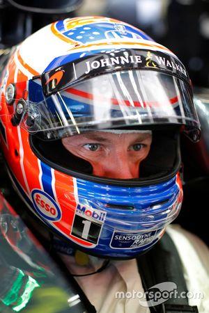Дженсон Баттон, McLaren MP4-31 в гараже
