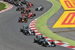 Nico Rosberg, Mercedes AMG F1 W07 Hybrid lidera a su compañero Lewis Hamilton, Mercedes AMG F1 W07 H