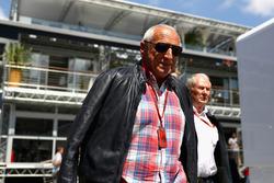 Dr Helmut Marko, consultant Red Bull et Dietrich Mateschitz, propriétaire de Red Bull